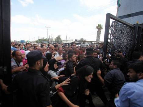 Hundreds of Palestinians storm the Rafah Crossing: A personal account from Gaza today